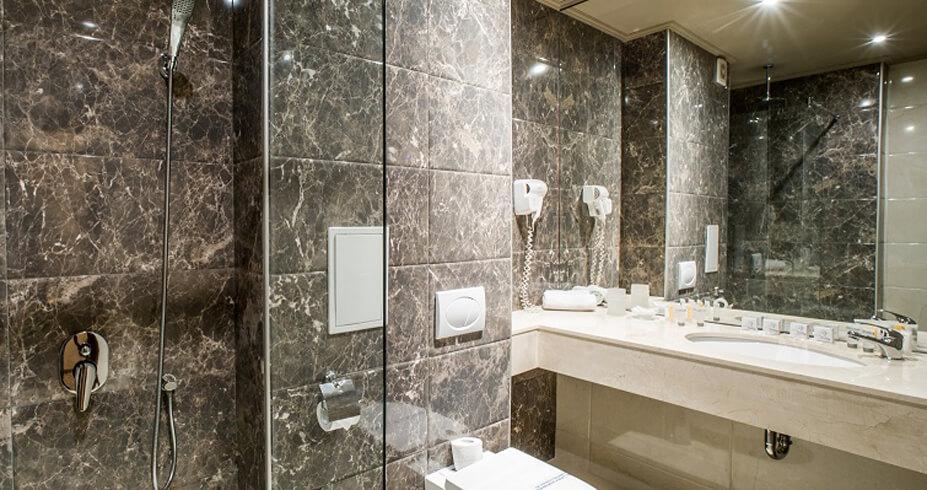 Grand Hotel Bansko bugarska skijanje zima kupatilo