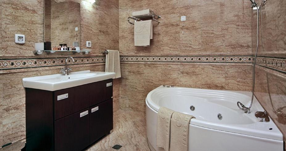 festa winter palace borovec zima kupatilo
