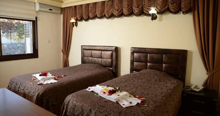 Riverside Garden Resort kirenija bungalov