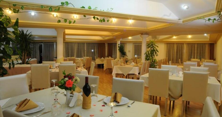 Riverside Garden Resort kirenija restoran