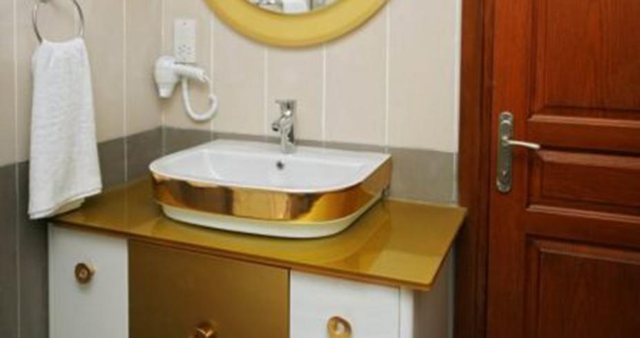 Riverside Garden Resort kirenija sobe kupatilo