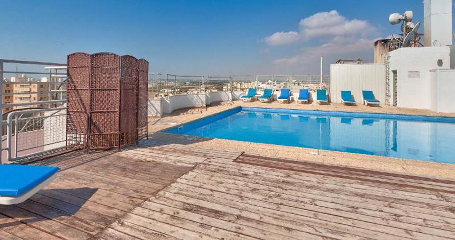 hotel flamingo beach kipar bazen