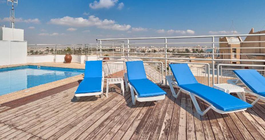 hotel flamingo beach kipar larnaka bazen