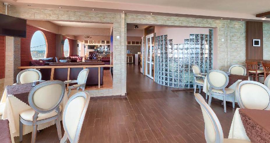 hotel flamingo beach kipar larnaka restoran