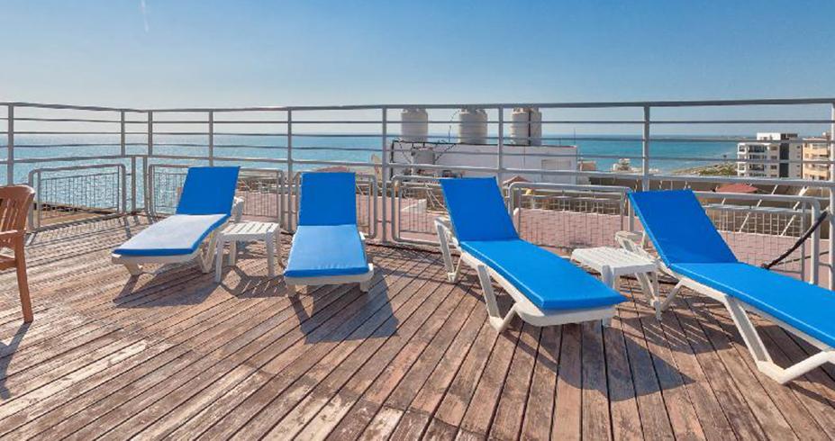 hotel flamingo beach kipar larnaka terasa za suncanje