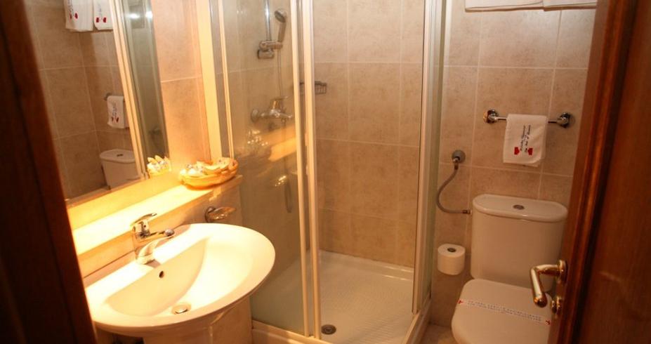 Aparthotel Nebeske Stolice 2 kopaonik skijanje apartman kupatilo