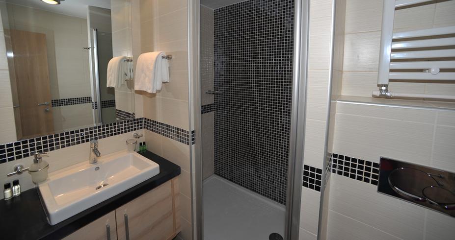 Apartmani Konaci Kopaonik smestaj kupatilo