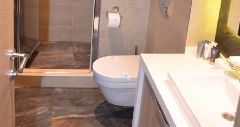 Grand Hotel Spa Kopaonik kupatilo