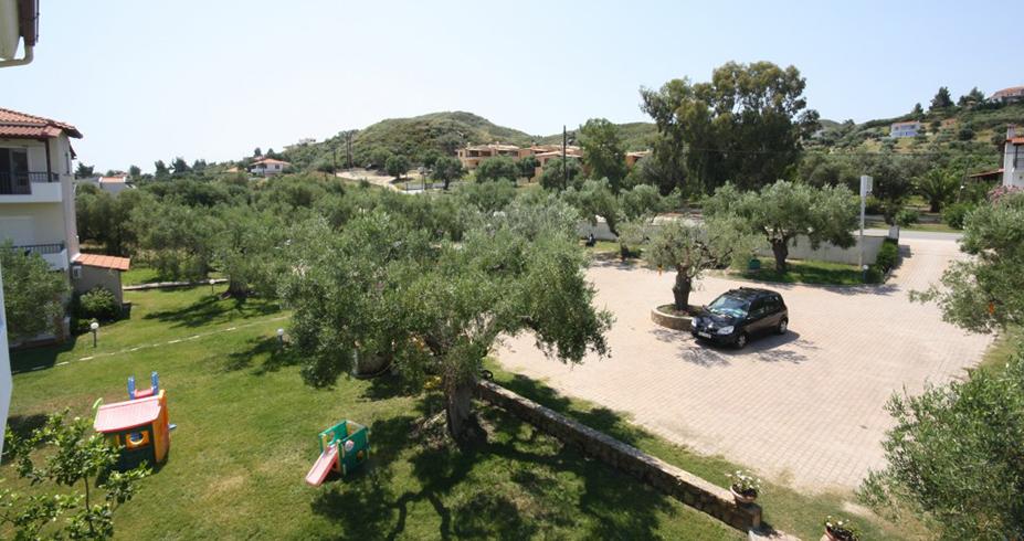 Vila Dionisos Resort Pefkohori grcka leto parking