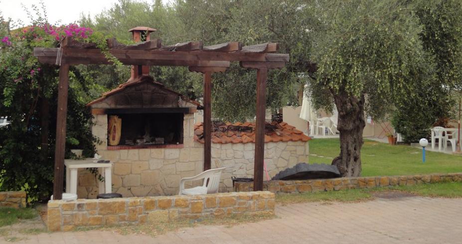 Vila Dionisos Resort Pefkohori grcka leto rostilj