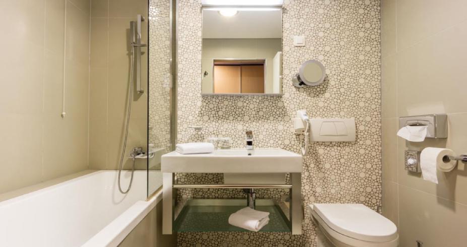 Dvokrevetna Soba Superior 24 m2 kupatilo