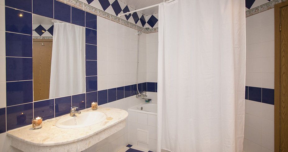 Bathroom Royal Park 2